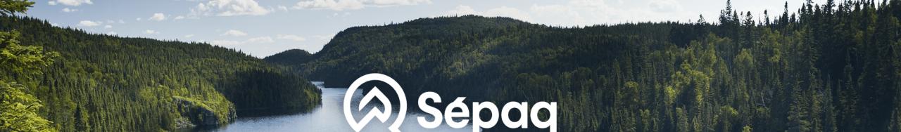 Logo de la Sépaq sur fond de paysage