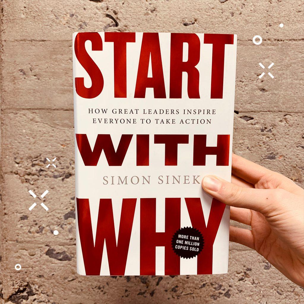 Photographie du livre Start With Why devant un mur de béton