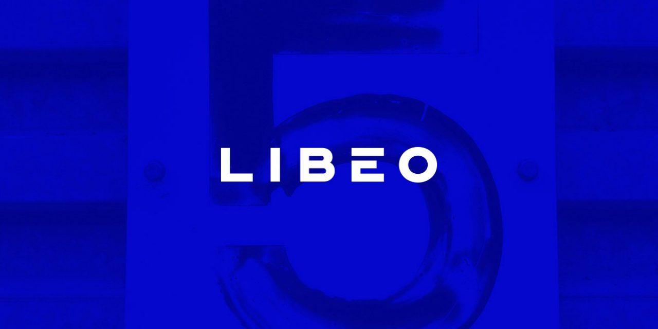 Logo de Libéo sur fond bleu foncé