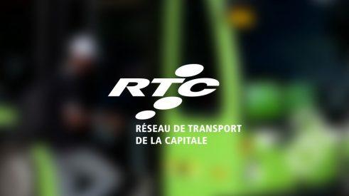 Le logo du Réseau de Transport de la Capitale RTC avec un bus en arrière fond