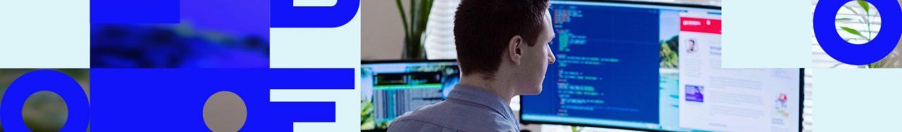 Bannière avec le nom de Libéo et la photo d'un homme travaillant à l'ordinateur